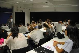 Miguel López Remiro abrió horizontes a las participantes en el arte contemporáneo.